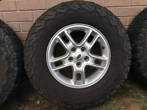 Land Rover Discovery 3 Genuine Alloy Wheels with Tyres