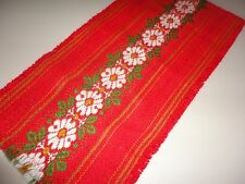 VINTAGE WOVEN RETRO RED GREEN FLORAL TABLE RUNNER LEAVES 11 X 46