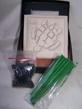 Räucherstäbchenhalter aus Stein Motiv Schildkröte in weiß mit Zubehör