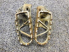 1984 Yamaha YZ125 Foot pegs left and right side peg 84 YZ 125