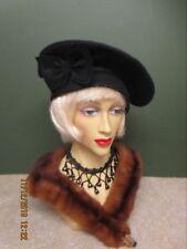 1940S LADIES BLACK FELT HAT WITH BOW DECORATION dddef922fc13