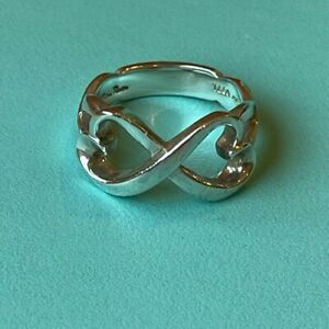 Tiffany & Co Paloma Picasso Sterling Silver Double Heart Ring. Size 7