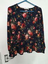 Floral Oasis Tops Size M