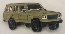 Toyota Land Cruiser 60 series - beige wagon - lapel / hat pin badge.    E021104