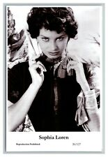 Sophia Loren (C) Swiftsure Postcard year 2000 modern print 20/127 glamour photo