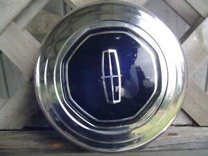 ONE VINTAGE LINCOLN TOWN CAR CONTINENTAL MARK HUBCAP CENTER CAP BILL BLASS