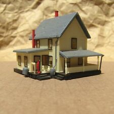 RETIRED (?) ~ FARM HOUSE with FIGURES by Bachmann ~ Mayhayred Trains N Scale Lot