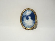 ANCIENNE BROCHE MEDAILLON OVAL PORCELAINE BLEUE LIMOGES PERSONNAGE ALTE OLD PIN