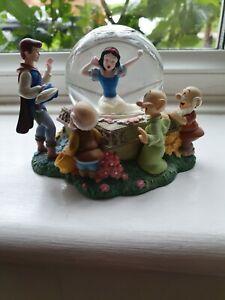 Snow White and the Seven Dwarfs Snow Globe