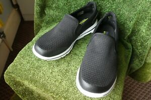 Skechers Men's casual slip on shoes Size 8 wide fit