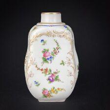 Petit vase soliflore en porcelaine décor de fleurs marque de Sèvres