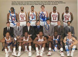 Signed 1988 Chicago BULLS TEAM PHOTO BOOK w/ Beckett LOA - JORDAN & PIPPEN +7