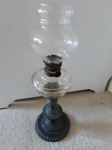 Antike Petroleumlampe seltene Tischlampe mit Dekor
