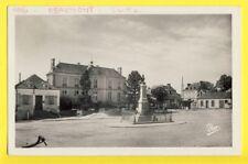 cpa 72 - BEAUMONT sur SARTHE Place de la Libération MONUMENT Pompes à Incendie