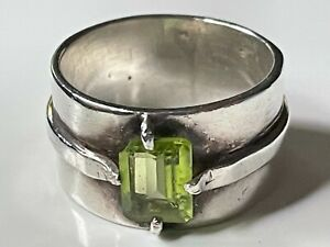 Vintage sterling silver '925' & peridot stone 8.23g ring band size P 1/2 trophy