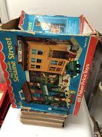 Vintage Fisher Price Little People Play Family Sesame Street Playset #938 ExIb