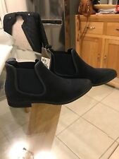 Womens Clarks Chelsea  Navy Suede Boots Size 4.