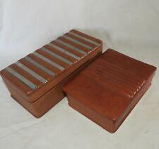 T} Lot de 2 boîtes en bois et cuir, anciennes années 1950-60