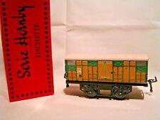 TRAINS HORNBY/HACHETTE ech/scale O 1/43- WAGON COUVERT LATTES BOIS + Boîte