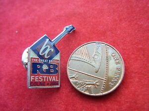 A METAL PIN BADGE 'THE GREAT BRITISH R&B FESTIVAL' COLNE 2006