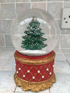 Musical Snow globe With Christmas Tree Inside. Battery Operated. Good Condition