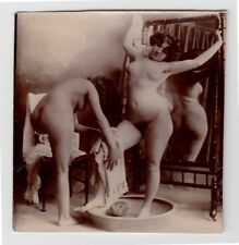 Nude Woman washed by Maiden mujeres desnudas acto * vintage 1900s photo asesinosde int