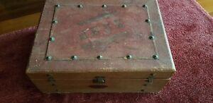 ancienne mallette de jeux (domino, osselets, jeux de l'oie, méli-mélo...)