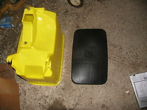 John Deere  Planter  Box and Lid