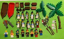 LEGO VINTAGE 10 FIGURINES SOLDATS  ET 8 PIRATES  + ACCESSOIRES  PIRATES