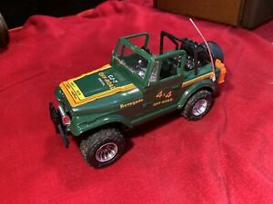 Vintage Jeep Wrangler Renegade CJ7 Off Road Battery Operated Great shape Works