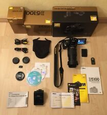 Nikon D5100   Nikon 18-105mm Objektiv   + Zubehörpaket