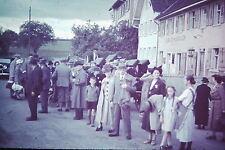 Original Farbdia Slide - Personengruppe Reisende Koffer - um 1937/38