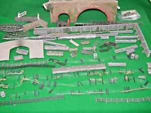 VIADUCT FENCES WALLS GATES ETC FROM WILLS & SIMILAR KITS 00 GAUGE SUIT HORNBY