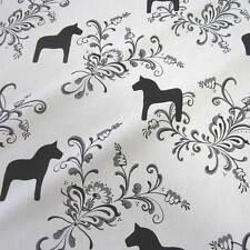 Stoff Meterware Baumwolle weiß schwarz Dala groß Pferd Schweden skandinavisch