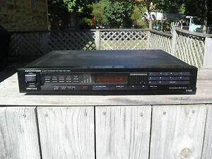 ONKYO T-4150  Integra Quartz Synthesized FM Stereo / AM Tuner - Digital