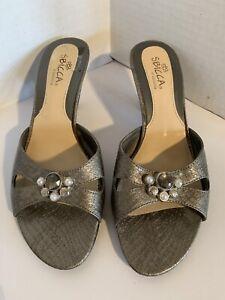 Sbicca 7M Ollie Slide Sandal Gray Faux Snakeskin Embellished Womens Kitten Heels