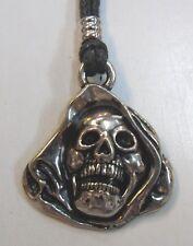 TETE DE MORT     pendentif métal avec cordon réglable  tête de mort aube