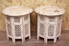 Bella coppia di comodini / tavolini tondi smontabili in legno dipinto di bianco