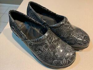"NURSE MATES Women's ""Briar"" Blak/Grey Patent Clogs Size 11W"