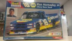Revell Monogram 2519 16 NAPA Ron Hornaday, Jr. Chevy Race Truck model kit