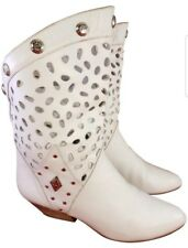 THE WILD PAIR WOMAN BOOTS WHITE CUTOUT LEATHER ANKLE SIZE 8 B VINTAGE