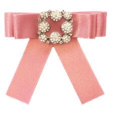 Conejito-remolque con pedrería en rosa para Pascua