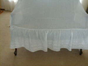 classic Vintage embroider eyelet lace full bed skirt dust ruffle / no slits
