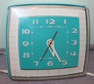 VTGE MID CENTURY TURQUOISE BLUE & WHITE TELECHRON KITCHEN CLOCK WORKING 2H108