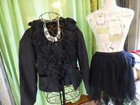 lot 36-38 corsage et jupe noire +collier offert  taille 36-38=tres féminin