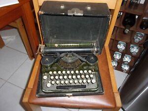 Underwood Standard portable typewritter 1919 Original Greem