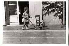 Petite fille escalier marche perron poussette chariot photo ancienne an. 1930 40