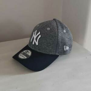New York Yankees MLB Stretch-fit Baseball Cap - size small/medium