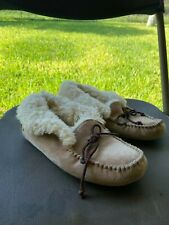 women ugg slippers size 6