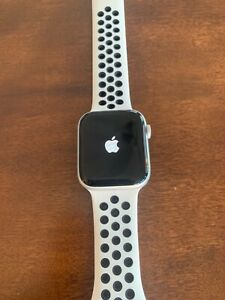 Apple Watch Series 4  44 mm Silver Aluminum Case GPS and Cellular Original Box